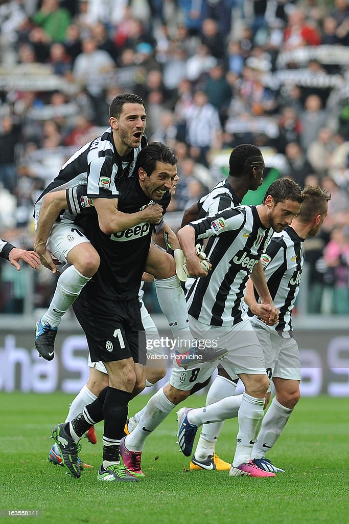 Players of FC Juventus celebrate victory at the end of the Serie A match between FC Juventus and Calcio Catania at Juventus Arena on March 10, 2013 in Turin, Italy.