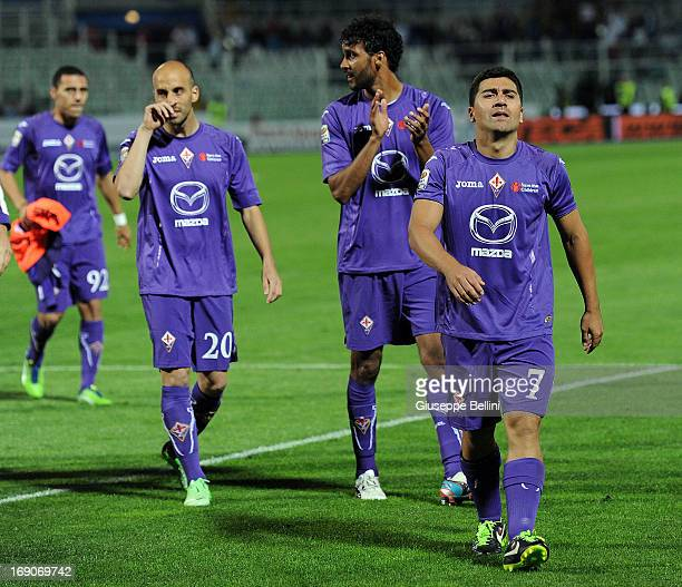 Players of Fiorentina after the Serie A match between Pescara and ACF Fiorentina at Adriatico Stadium on May 19 2013 in Pescara Italy