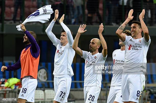 Players of Fiorentina celebrate after winning the Serie A match between FC Internazionale Milano and ACF Fiorentina at Stadio Giuseppe Meazza on...