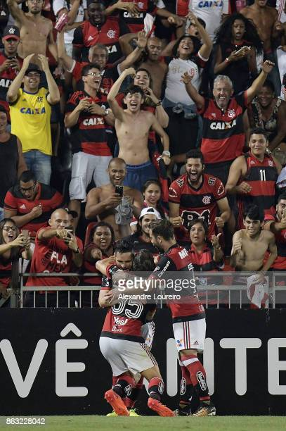 Players of Flamengo celebrates a second scored goal by Diego during the match between Flamengo and Bahia as part of Brasileirao Series A 2017 at Ilha...