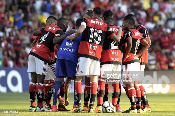 Players of Flamengo get together before the match between Flamengo and Fluminense as part of Brasileirao Series A 2017 at Maracana Stadium on October...