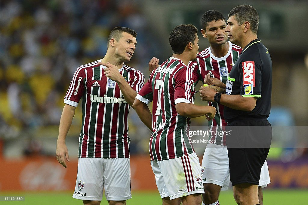 Players of Fluminense react to referee Marcelo Henrique (R) during a match between Fluminense and Vasco as part of Brazilian Championship 2013 at Maracana Stadium on July 21, 2013 in Rio de Janeiro, Brazil.
