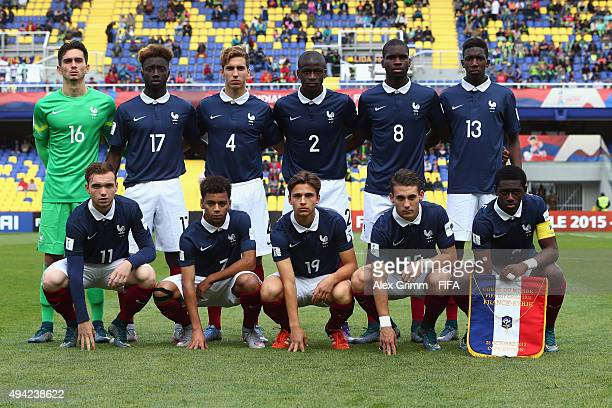 Players of France pose for a team photo prior to the FIFA U17 World Cup Chile 2015 Group F match between France and Syria at Estadio Municipal de...