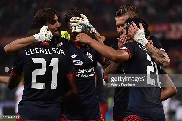 Players of Genoa CFC celebrate victory at the end of the Serie A match between Genoa CFC and Torino FC at Stadio Luigi Ferraris on May 11 2015 in...