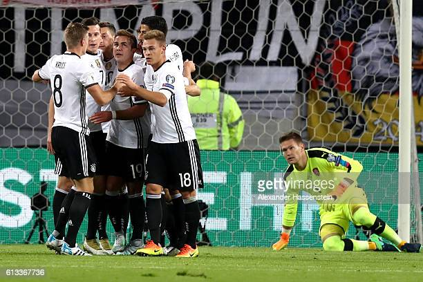 Players of Germany celebrates the opening goal during the 2018 FIFA World Cup Qualifier match between Germany and Czech Republic at Volksparkstadion...