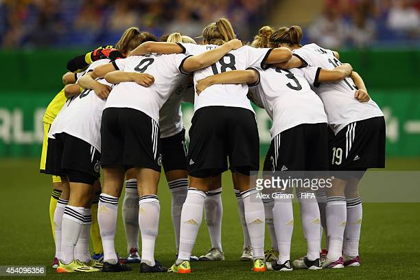 Players of Germany huddle prior to the FIFA U20 Women's World Cup Canada 2014 final match between Nigeria and Germany at Olympic Stadium on August 24...