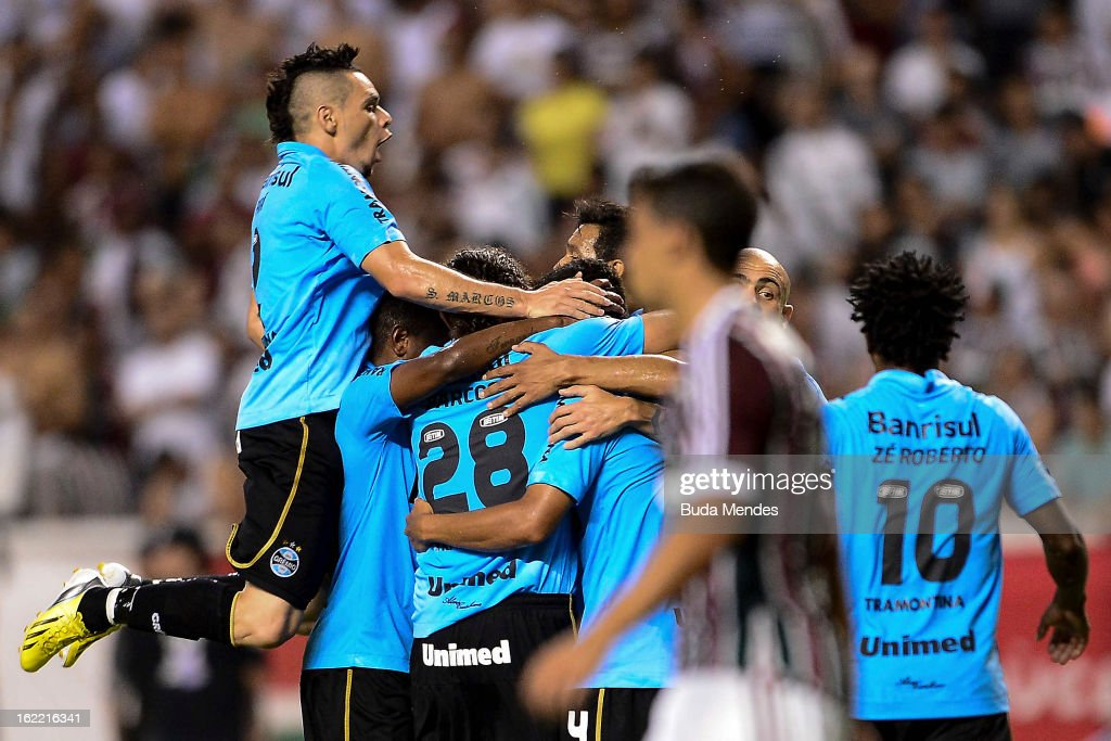 Players of Gremio celebrate a scored goal of Barcos during a match between Fluminense and Gremio as part of the Copa Libertadores 2013 at Joao...