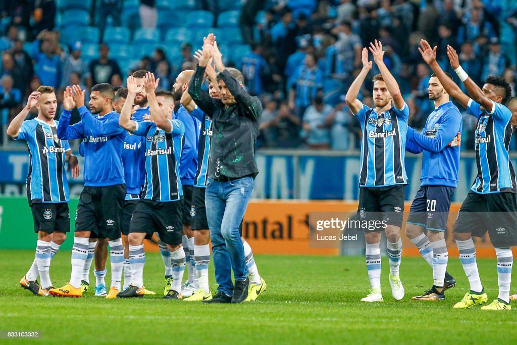 PLayers of Gremio celebrate after winning the Gremio v Cruzeiro match, part of Copa do Brasil Semi-Finals 2017, at Arena do Gremio on August 16, 2017 in Porto Alegre, Brazil.