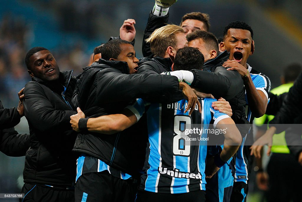 Players of Gremio celebrate their first goal during the match Gremio v Santos as part of Brasileirao Series A 2016, at Arena do Gremio on June 03, 2015 in Porto Alegre, Brazil.