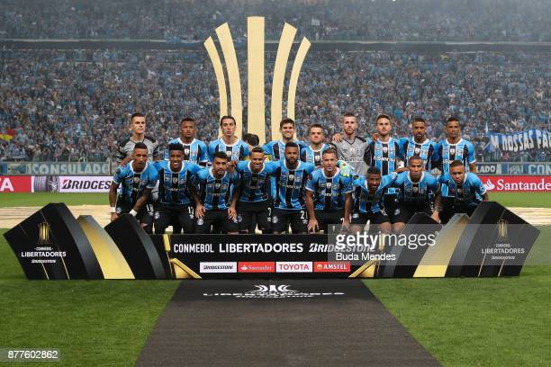 Players of Gremio line up for a picture during the first leg match between Gremio and Lanus as part of Copa Bridgestone Libertadores 2017 Final at...