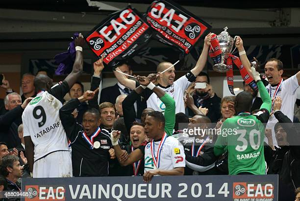 Players of Guingamp celebrate the victory and the title after the French Cup Final between Stade Rennais FC and EA Guingamp at Stade de France on May...