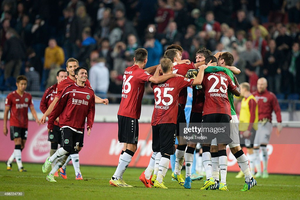 Players of Hannover celebrate after the Bundesliga match between Hannover 96 and Eintracht Frankfurt at HDIArena on November 1 2014 in Hanover Germany