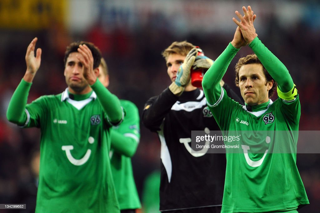 Players of Hannover thank fans after the UEFA Europa League group B match between R Standard de Liege and Hannover 96 at MauriceDufrasneStadium on...
