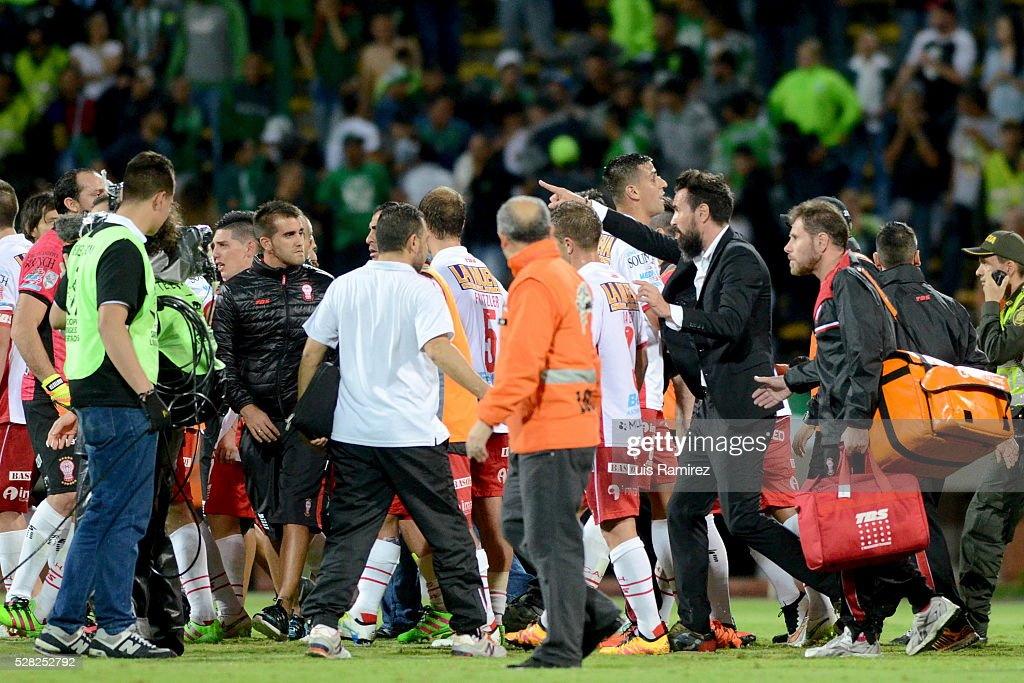 Players of Huracan and Atletico Nacional scuffle after the second leg match between Atletico Nacional and Huracan as part of round of 16 of Copa Bridgestone Libertadores 2016 at Atanasio Girardot Stadium on May 03, 2016 in Medellin, Colombia.
