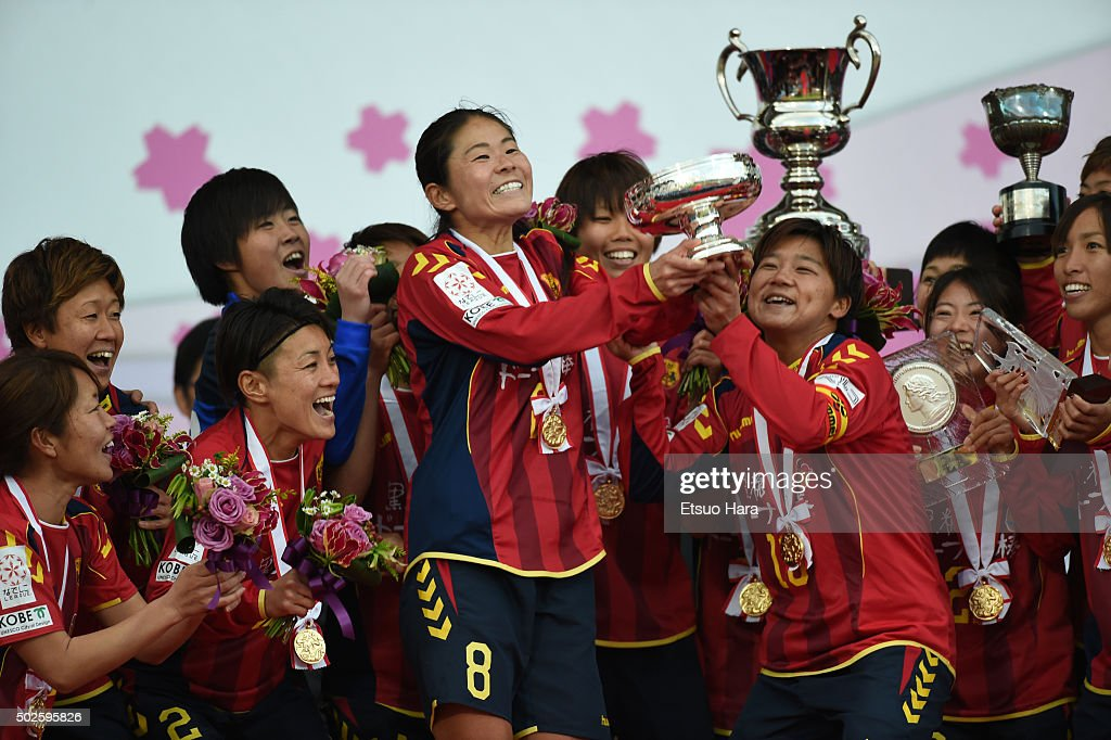 Players of INAC Kobe Leonessa celebrate as Homare Sawa of INAC Kobe Leonessa#8 lifts the trophy during the 37th Empress's Cup All Japan Women's Championship final match between INAC Kobe Leonessa v Albirex Niigata Ladies at the Todoroki Stadium on December 27, 2015 in Kawasaki, Tokyo, Japan.