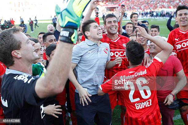 Players of Independiente celebrate after winning a match between Independiente and Racing as part of fifth round of Torneo de Transicion 2014 at...
