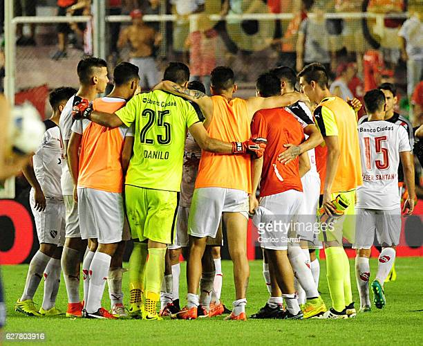 Players of Independiente huddle after winning a match between Independiente and River Plate as part of Torneo Primera Division 2016/17 at...