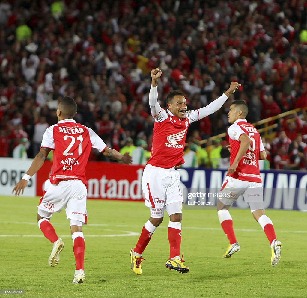 Players of Independiente Santa Fe celebrate a goal during a match between Olimpia and Independiente Santa Fe as part of the Copa Bridgestone...