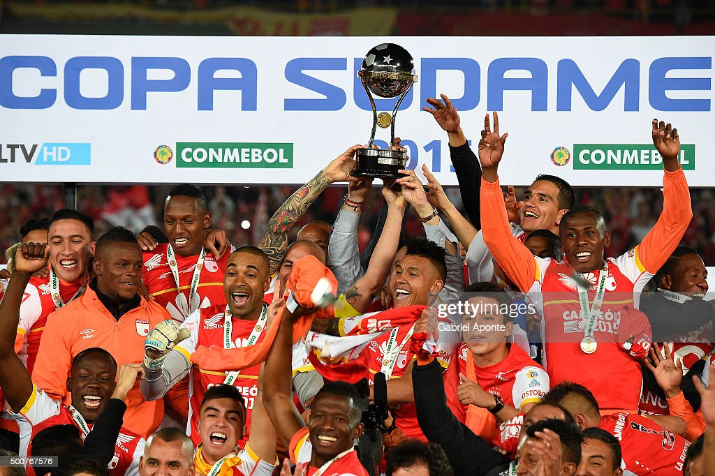 Players of Independiente Santa Fe lift the trophy to celebrate after a final match between Independiente Santa Fe and Huracan as part of Copa...