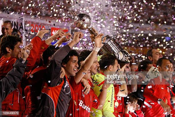 Players of Internacional celebrate the championship title after a final match against Chivas as part of the 2010 Copa Santander Libertadores at Beira...