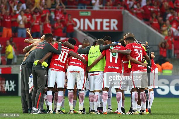 Players of Internacional celebrate their winning during the match between Internacional and Cruzeiro as part of Brasileirao Series A 2016 at Estadio...