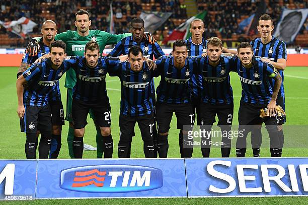 Players of Internazionale Milano pose for a team shot during the Serie A match between FC Internazionale Milano and Hellas Verona FC at Stadio...