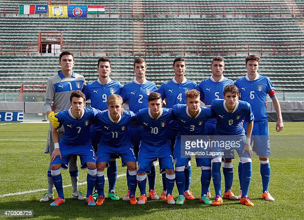 Players of Italy pose before the international friendly match between Italy U17 and Hungary U17 at Stadio Oreste Granillo on February 19 2014 in...