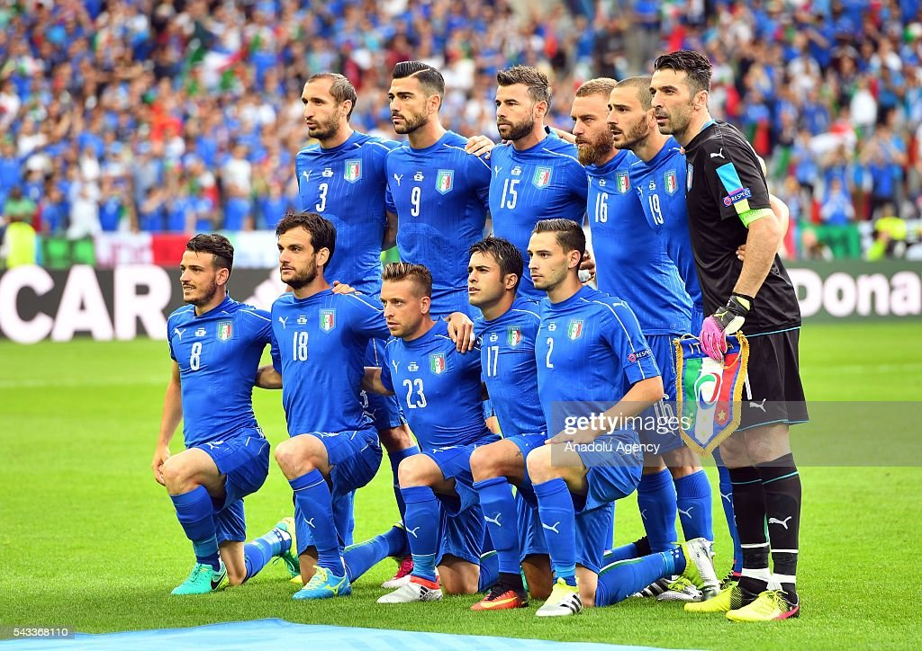Players of Italy pose for a photograph prior to the UEFA Euro 2016 round of 16 football match between Italy and Spain at Stade de France in Paris, France on June 27, 2016.