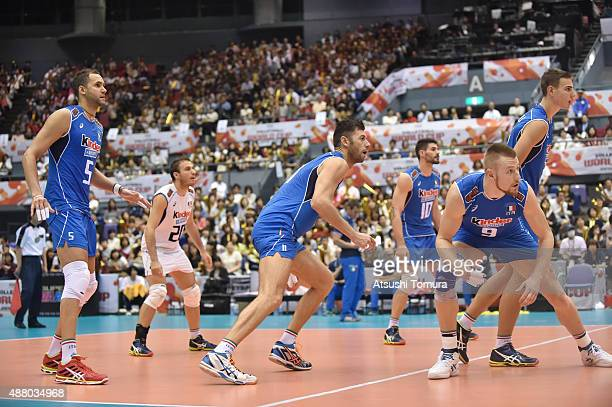 Players of Italy prepare to play in the match between Italy and Japan during the FIVB Men's Volleyball World Cup Japan 2015 at the Hiroshima Green...