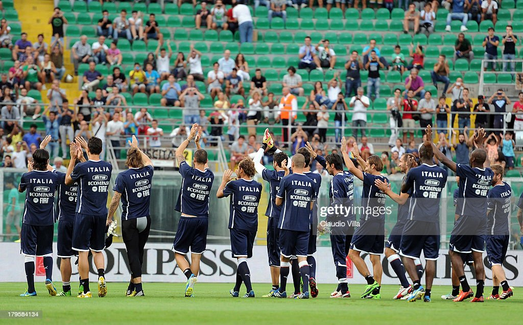 Players of Italy thank their fans during a training session at Stadio Renzo Barbera on September 5, 2013 in Palermo, Italy.