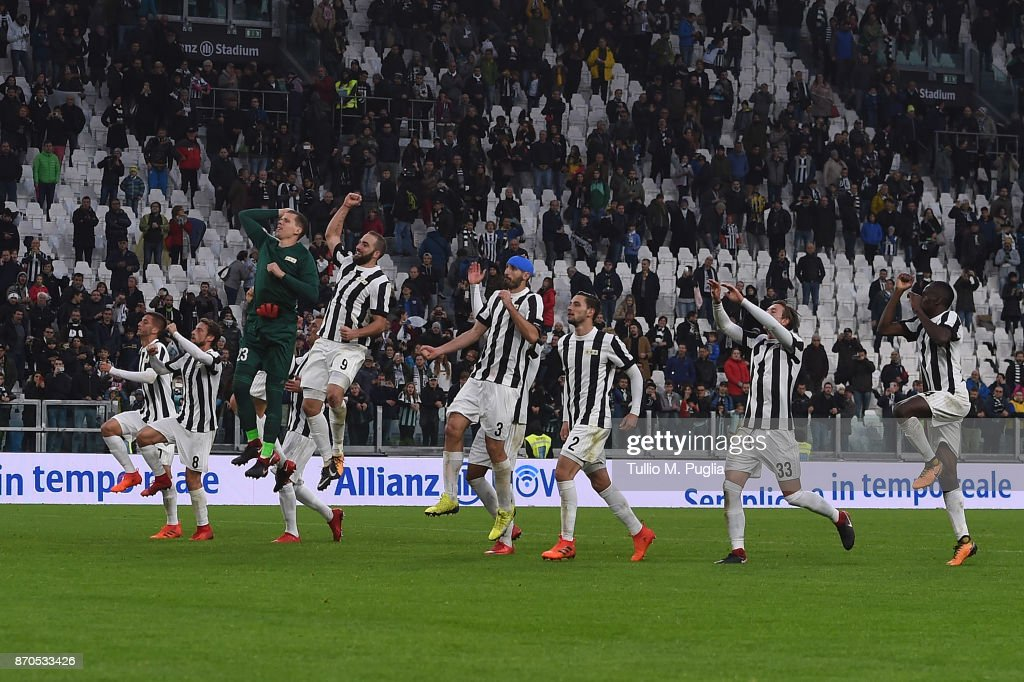 Players of Juventus celebrate after winning the Serie A match between Juventus and Benevento Calcio on November 5, 2017 in Turin, Italy.