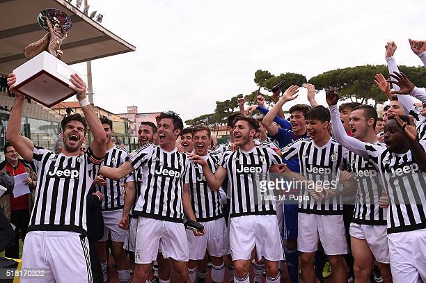 Players of Juventus celebrate after winning the Viareggio Juvenile Tournament match between FC Juventus and US Citta di Palermo on March 30 2016 in...