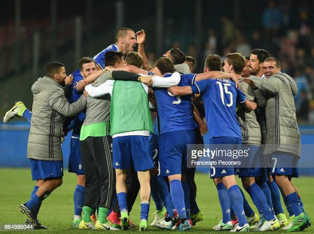 Players of Juventus FC celebrate after the TIM Cup match between SSC Napoli and Juventus FC at Stadio San Paolo on April 5 2017 in Naples Italy