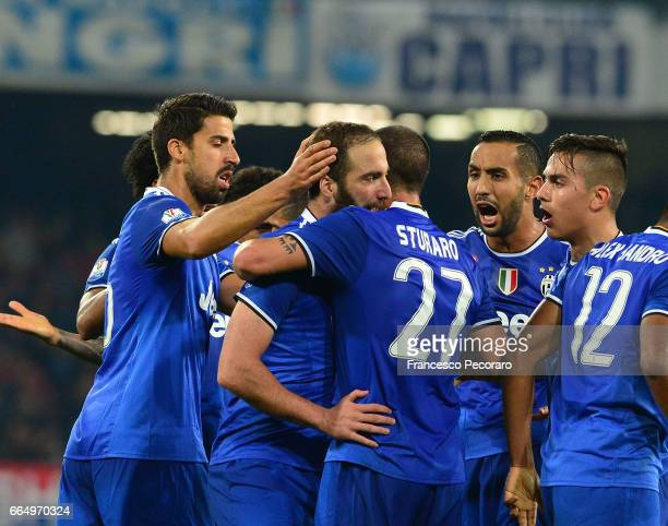Players of Juventus FC celebrate the goal 01 scored by Gonzalo Higuain during the TIM Cup match between SSC Napoli and Juventus FC at Stadio San...