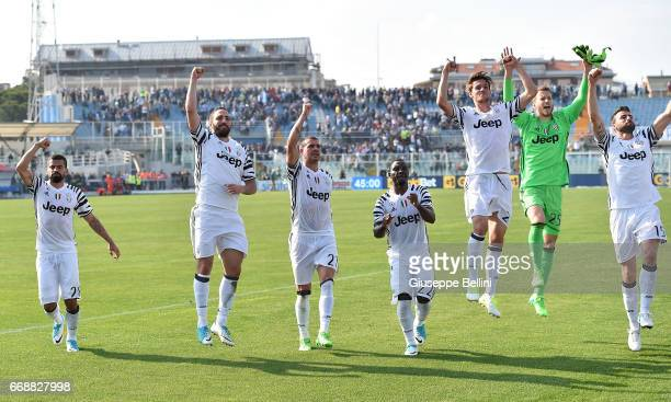 Players of Juventus FC celebrate the victory after the Serie A match between Pescara Calcio and Juventus FC at Adriatico Stadium on April 15 2017 in...
