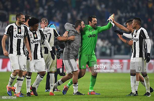 Players of Juventus FC celebrate victory at the end of the Serie A match between Juventus FC and AS Roma at Juventus Stadium on December 17 2016 in...