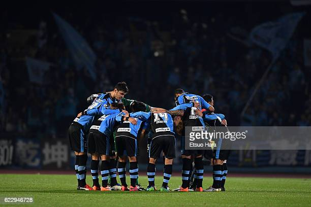 Players of Kawasaki Frontale huddle during the 96th Emperor's Cup fourth round match between Kawasaki Frontale and Urawa Red Diamonds at Todoroki...