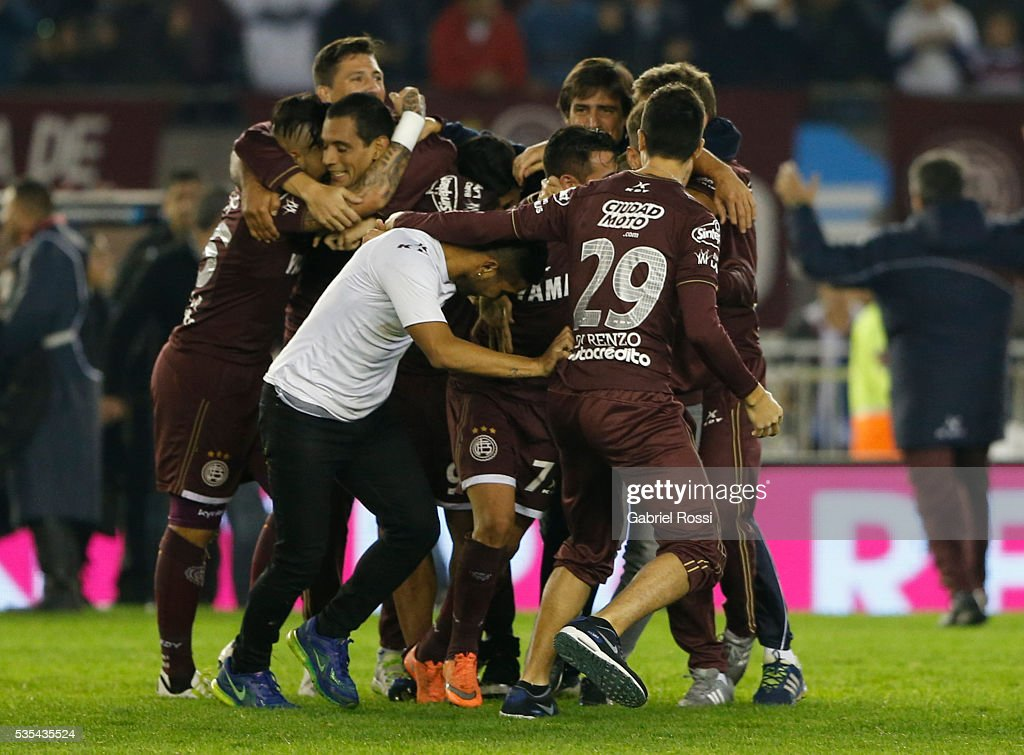 Players of Lanus celebrate the championship after a final match between San Lorenzo and Lanus as part of Torneo Transicion 2016 at Monumental Stadium on May 29, 2016 in Buenos Aires, Argentina.