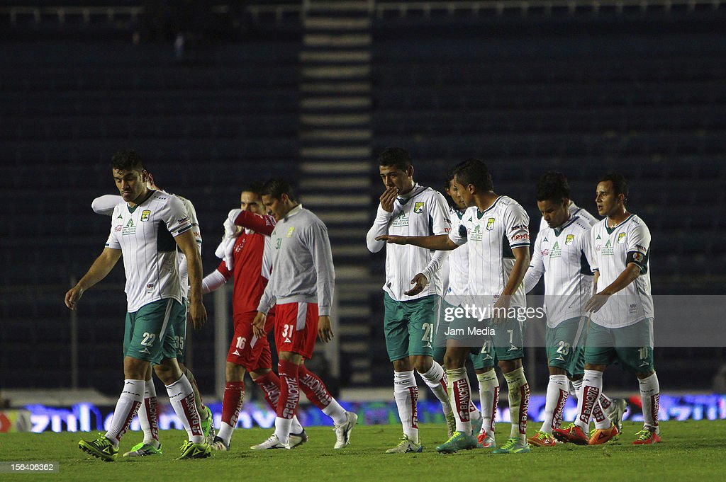 Players of Leon walk during a match between Cruz Azul and Leon as part of the Apertura 2012 Liga MX at Azul Stadium on November 14, 2012 in Mexico City, Mexico.