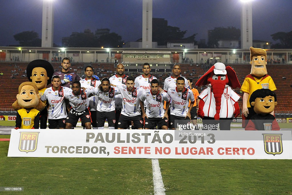Players of Linense pose for a team photo during the match between Palmeiras and Linense as part of Paulista Championship 2013 at Pacaembu Stadium on March 30, 2013 in São Paulo, Brazil.