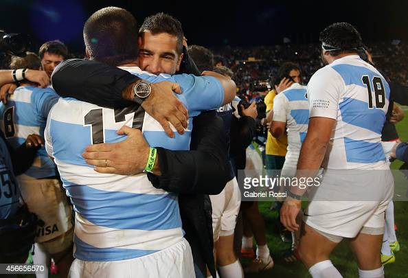 Players of Los Pumas celebrate with the trophy after winning a match between Argentina Los Pumas and Australia Wallabies as part of The Rugby...