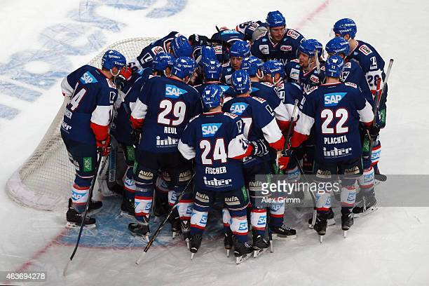 Players of Mannheim celebrate after the DEL match between Adler Mannheim and Eisbaeren Berlin at SAP Arena on February 17 2015 in Mannheim Germany