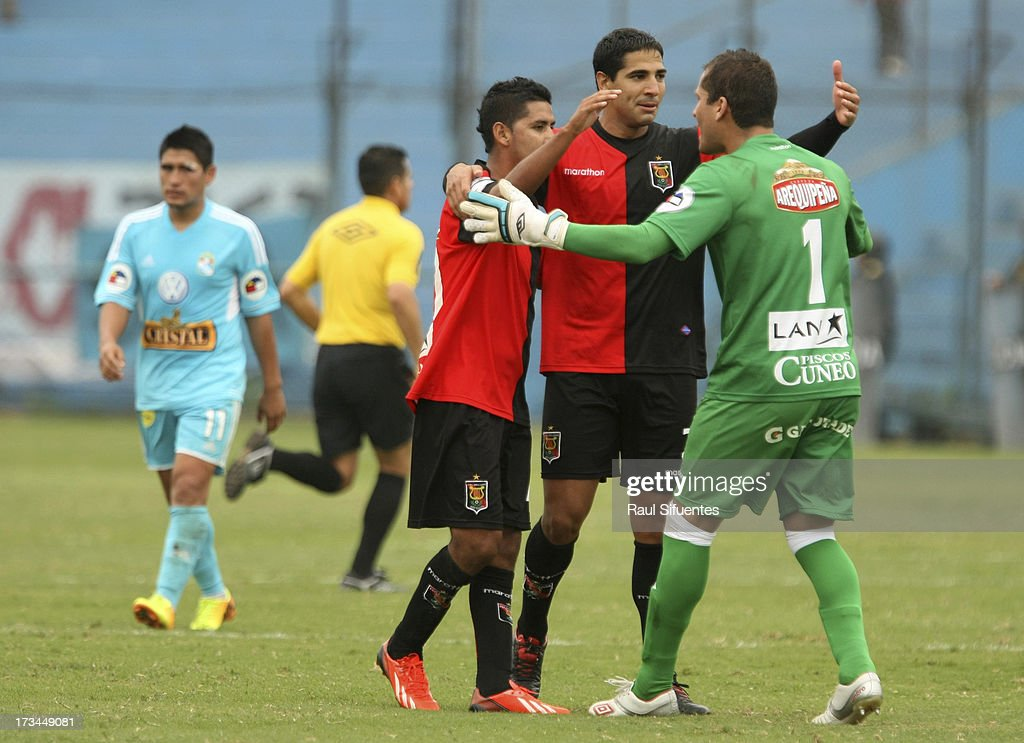Players of Melgar celebrate the 0-0 draw after the match between Sporting Cristal and Melgar FC as part of the Torneo Descentralizado 2013 at Alberto Gallardo Stadium on July 14, 2013 in Lima, Peru.