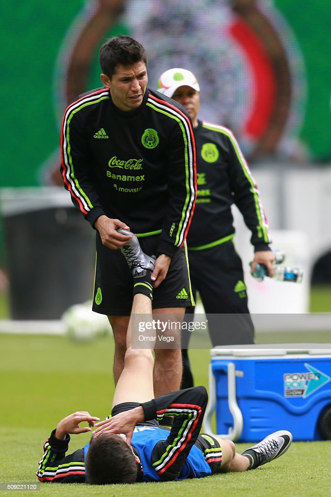 Players of Mexico warm up during a Mexico's National Team training session at Marlins Park on February 09, 2016 in Miami, United States.