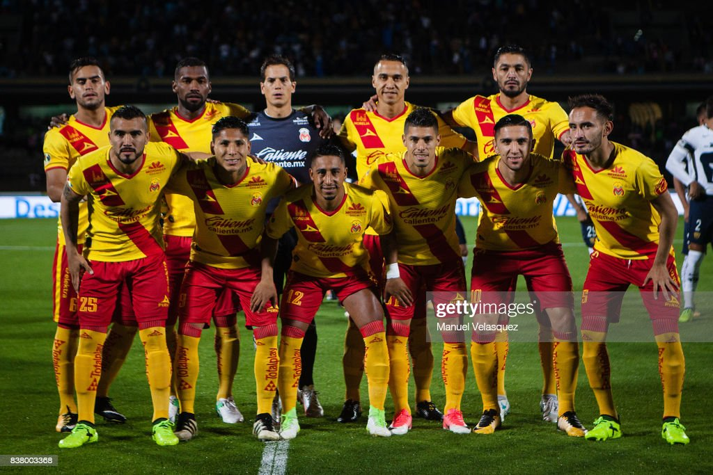 Players of Morelia pose prior the 6th round match between Pumas UNAM and Morelia as part of the Torneo Apertura 2017 Liga MX at Olimpico Universitario Stadium on August 22, 2017 in Mexico City, Mexico.