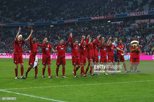 Players of Muenchen celebrate victory after winning the Bundesliga match between FC Bayern Muenchen and FC Ingolstadt at Allianz Arena on December 12...