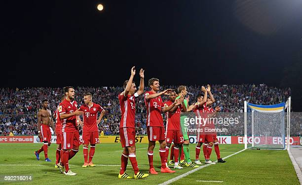 Players of Munich celebrate after the DFB Cup match between FC Carl Zeiss Jena and Bayern Muenchen at ErnstAbbeSportfeld on August 19 2016 in Jena...