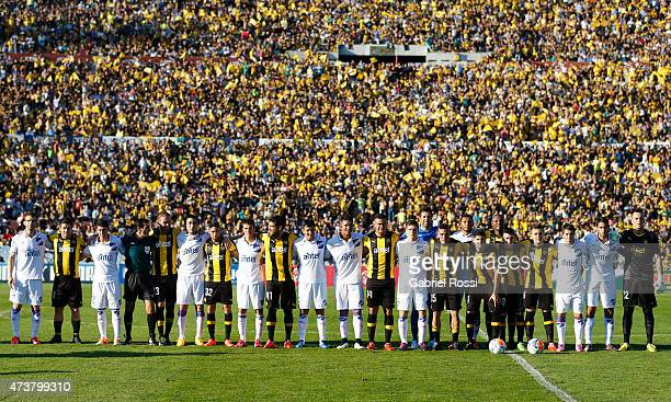 Players of Nacional and Penarol pose for a photo prior to a match between Penarol and Nacional as part of 12th round of Torneo Clausura 2015 at...