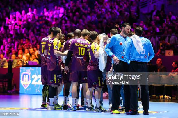 Players of Nantes during a break during the Lidl Starligue match between Nantes and Paris Saint Germain PSG on December 7 2017 in Nantes France