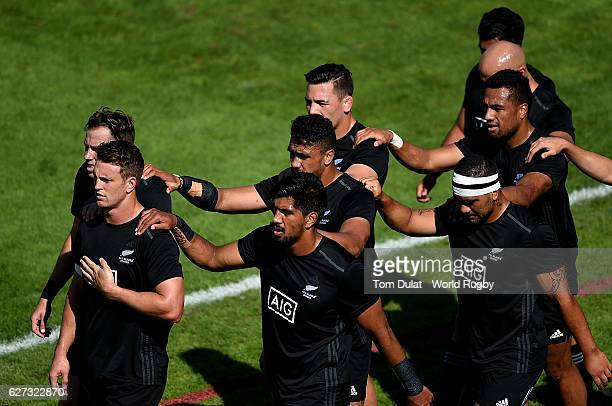 Players of New Zealand enter the tunnel prior to their match against South Africa during day three of the Emirates Dubai Rugby Sevens HSBC Sevens...